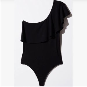 Aritzia Babaton ruffle one shoulder black bodysuit